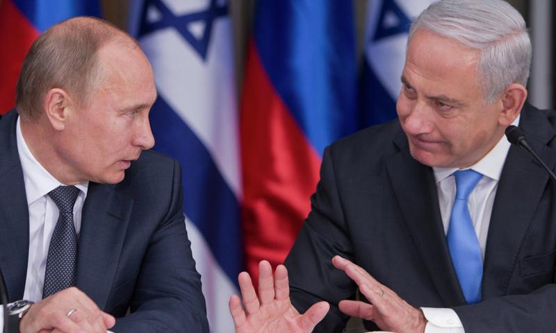 أرشيفية- رئيس الوزراء الإسرائيلي بنيامين نتنياهو إلى جانب الرئيس الروسي فلاديمير بوتين (وكالات)