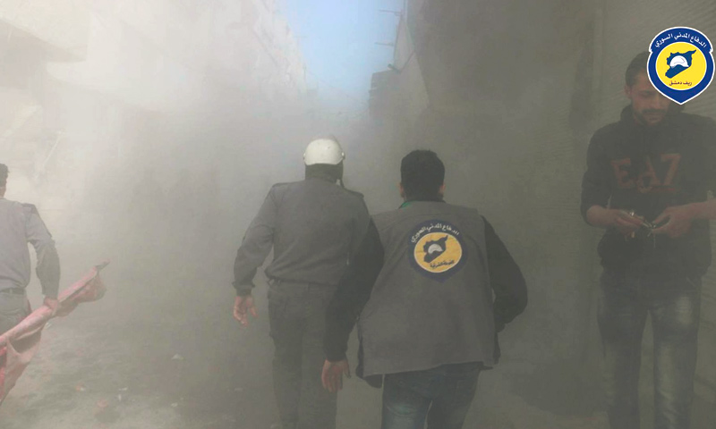 عناصر الدفاع المدني في مدينة زملكا بالغوطة الشرقية - 4 نيسان 2017 (الدفاع المدنيفي ريف دمشق)