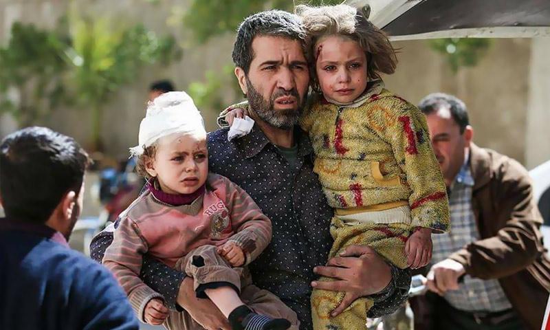 أطفال مصابون نتيجة القصف على الغوطة الشرقية - نيسان 2017 (AFP)