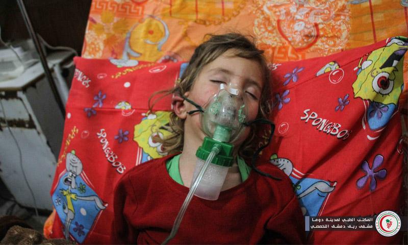 طفلة مصابة بالحصبة في الغوطة الشرقية - 15 أيار 2017 (المكتب الطبي في مدينة دوما)