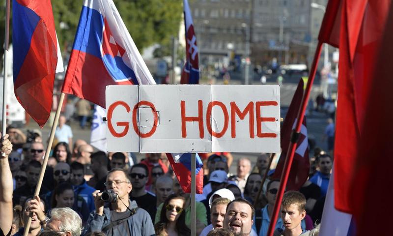 مظاهرة في النمسا ضد استقبال اللاجئين - (انترنت)