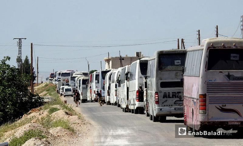 قافلة الدفعة التاسعة من أهالي الوعر على اتستراد الباب-الراعي باتجاه جرابلس - 11 أيار 2017 (عنب بلدي)
