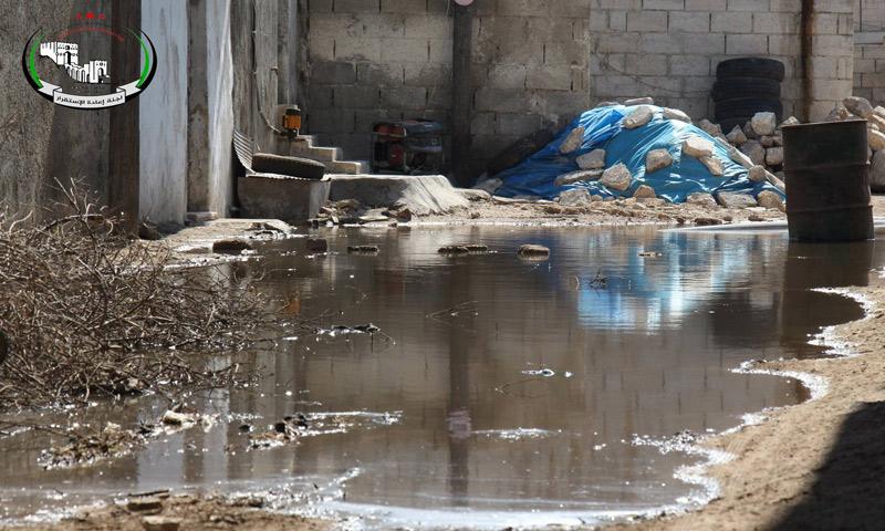 تجمع المياه الملوثة في بلدة صوران شمال حلب - 25 أيار 2017 (لجنة إعادة الاستقرار في حلب)