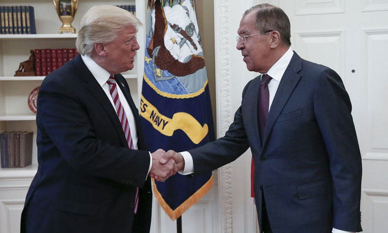 الرئيس الأمريكي دونالد ترامب يلتقي وزير الخارجية الروسي سيرغي لافروف في البيت الأبيض (إنترنت)