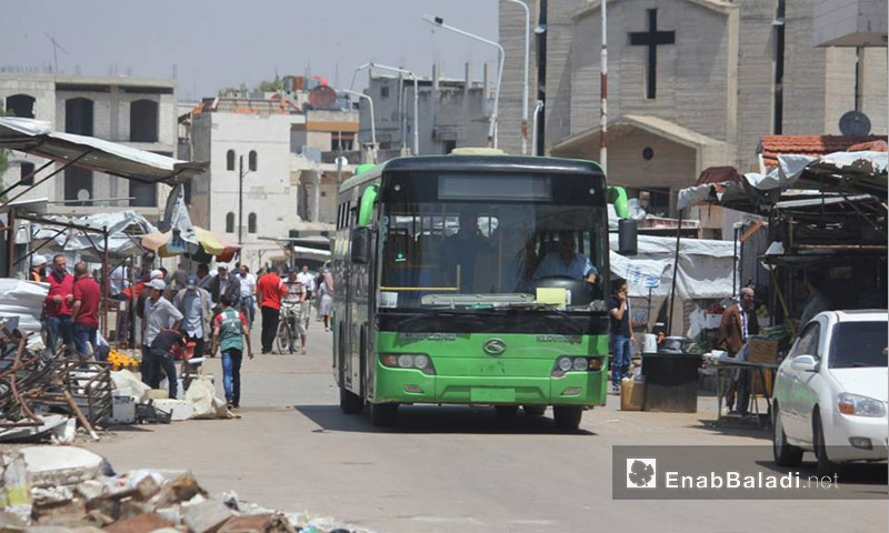 أهالي حي الوعر في حمص ييتحضرون للخروج إلى جرابلس- 4 أيار 2017 (عنب بلدي)