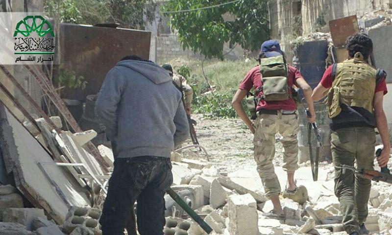 """تعبيرية: مقاتلون من """"حركة أحرار الشام"""" في حي القابون الدمشقي - نيسان 2017 (أحرار الشام)"""