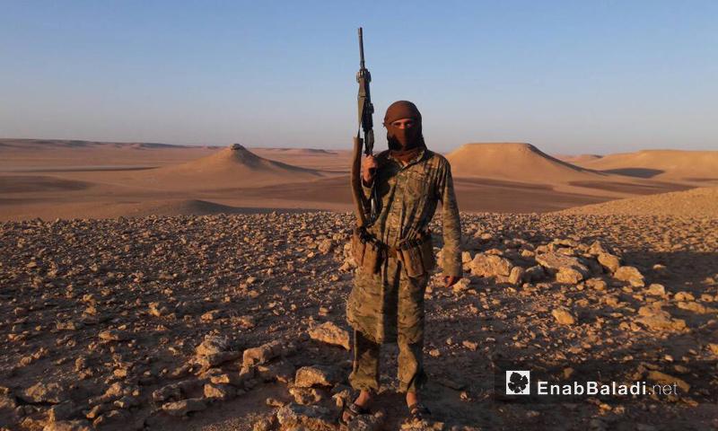 مقاتل من جيش أسود الشرقية في منطقة التنف الحدودية - 25 أيار 2017 - (عنب بلدي)