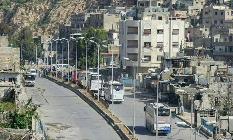 الحافلات تتوجه إلى حي برزة المحاصر في دمشق - 8 أيار 2017 (صفحات موالية للنظام)