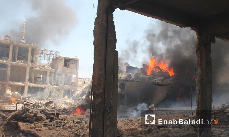 النابالم يحرق أبنية في مدينة داريا آب 2016 (أرشيف عنب بلدي)