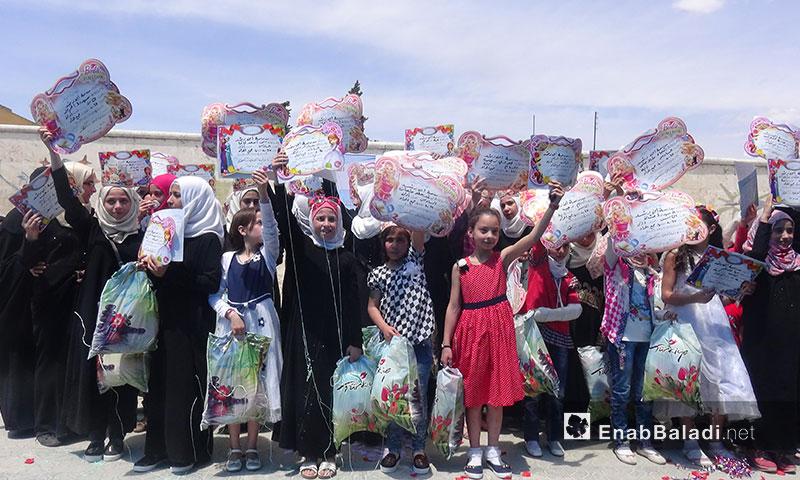 """من حفل تكريم الطالبات المتفوقات في مدرسة """"ابن رشد"""" للإناث في إدلب - 25 أيار 2017 (عنب بلدي)"""