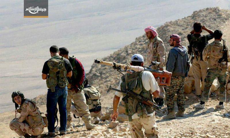 """مقاتلون من """"جيش الإسلام"""" في القلمون شمال دمشق (تويتر)"""