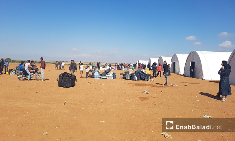 """أهالي حي الوعر داخل مخيم """"زوغرة"""" في ريف جرابلس بحلب - 22 أيار 2017 (عنب بلدي)"""