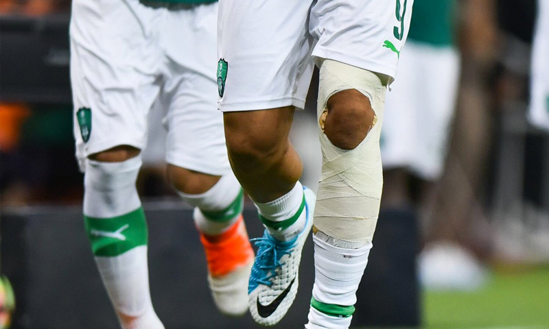 إصابة اللاعب السوري عمر السومة مع نادي الأهلي السعودي (إنترنت)
