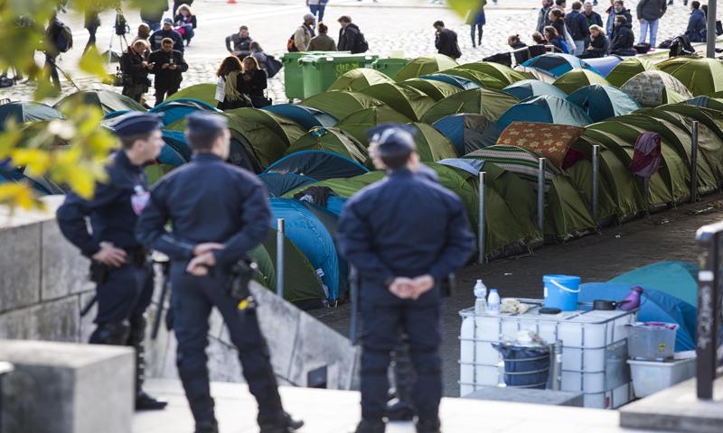 مخيم للاجئين في شوراع العاصمة باريس - (انترنت)