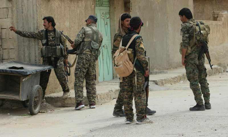مقاتلون من قوات سوريا الديموقراطية في مدينة الرقة - 2 أيار 2017 - (قسد)
