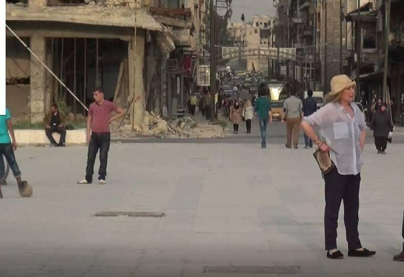 الممثلة رغدة في ساحة سعد الله الجابري - 12 حزيران 2017 (صفحات موالية للنظام السوري في فيس بوك)