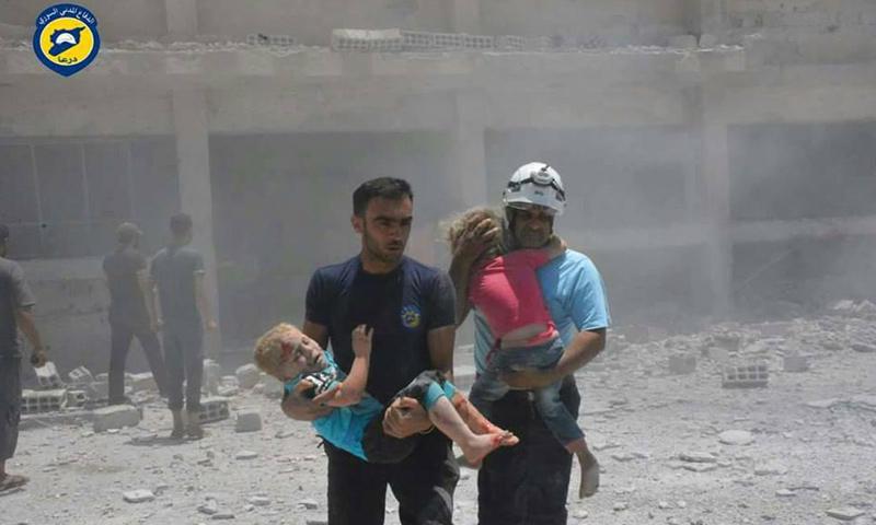 آثاء قصف الطيران الحربي على بلدة طفس بريف درعا الغربي - 14 حزيران 2017 - (الدفاع المدني)