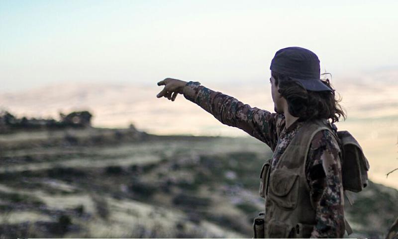 مقاتل من حركة أحرار الشام الإسلامية في سهل الغاب بريف حماة الغربي- (أحرار الشام)