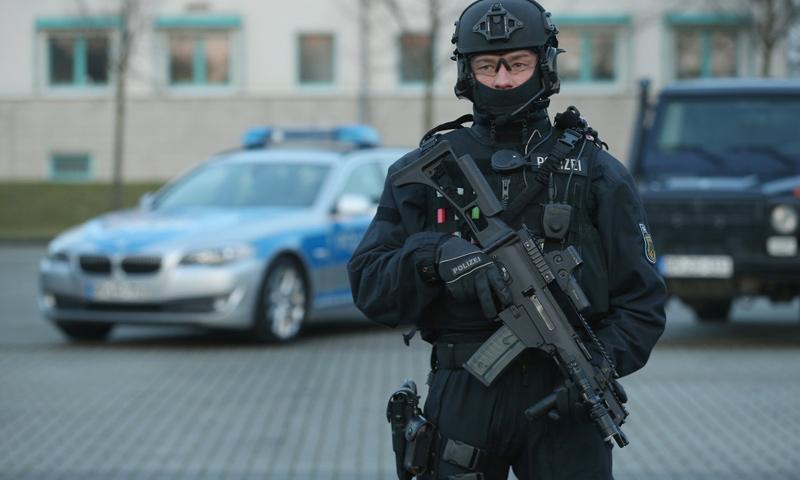 عنصر من الشرطة الألمانية (وكالات)