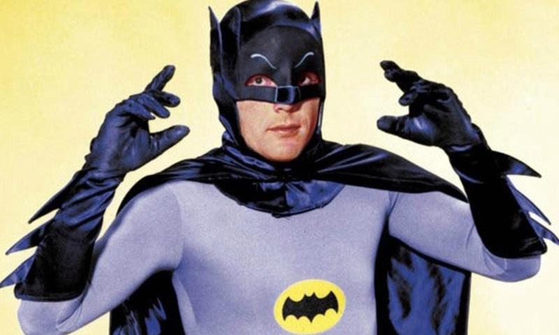 """الممثل الراحل آدم ويست في شخصية """"باتمان"""" (وكالات)"""