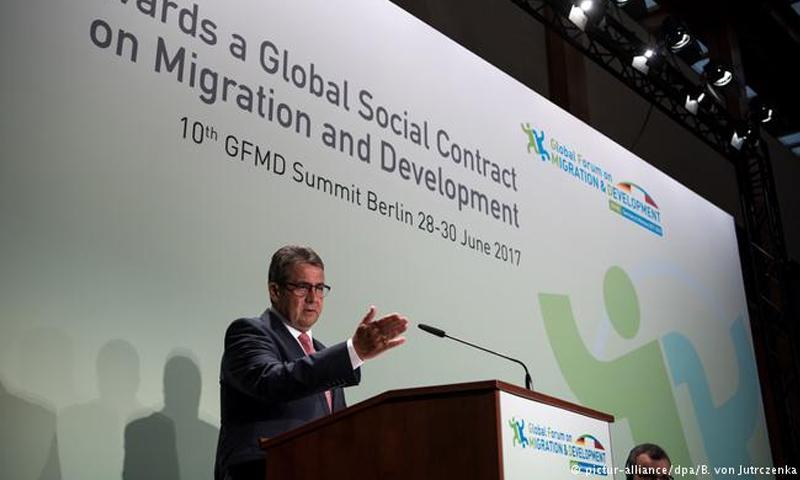 وزير الخارجية الألماني زيغمار غابرييل خلال المنتدى العالمي للهجرة واللاجئين - 28 حزيران 2017 - (dpa)