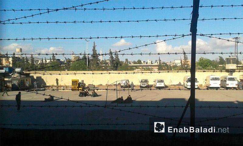 تمركز قوات الأسد في محيط سجن حماة - 6 أيار 2016 (أرشيف عنب بلدي)