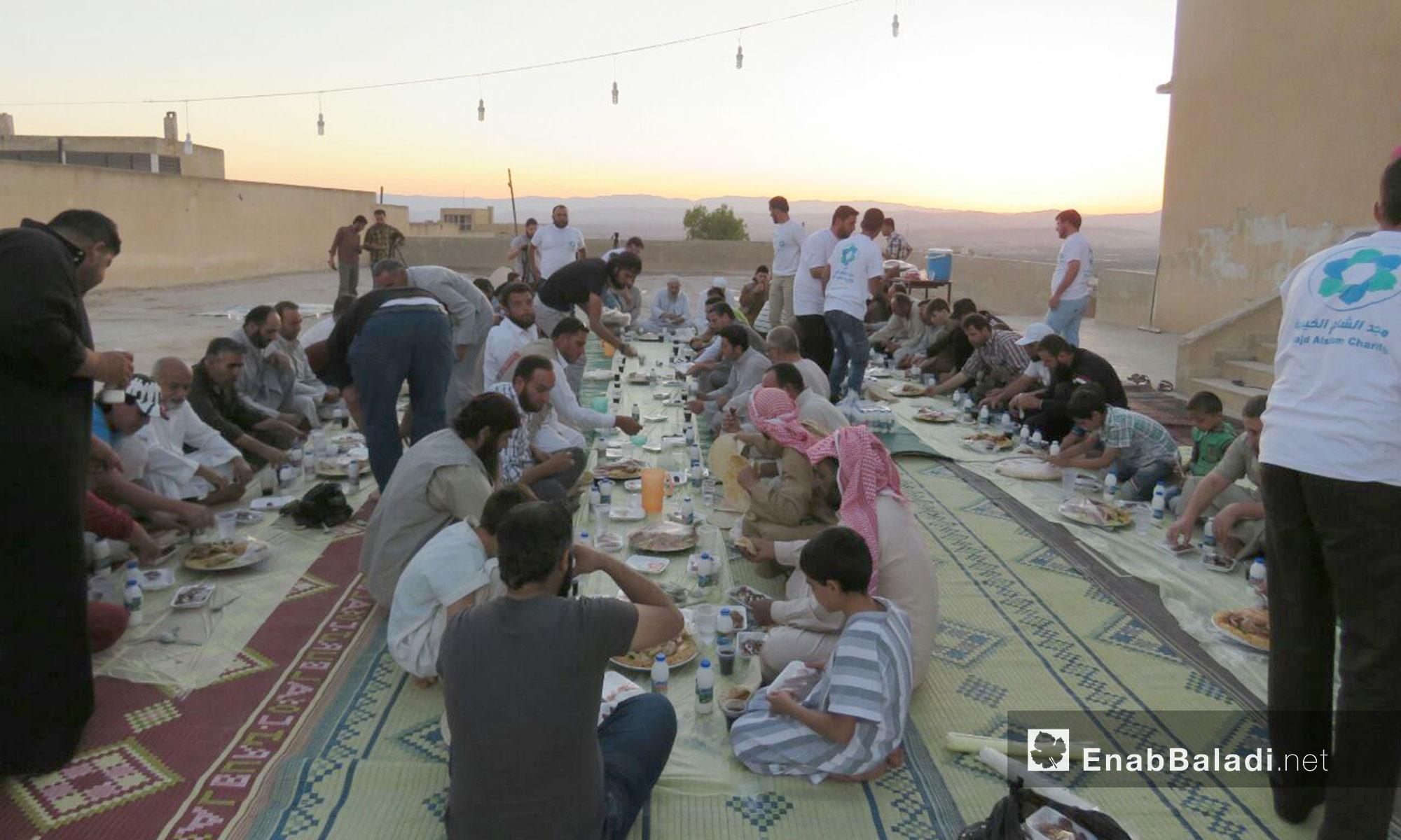 كما شارك الأهالي أولادهم طعام الإفطار الذي نظمته إدارة المدرسة