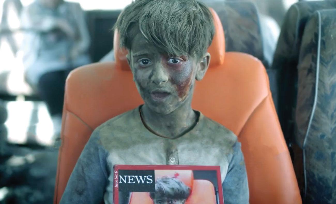 """مشهد ياحكي الطفل الحلبي عمران دقنيش في إعلان شركة """"زين"""" للاتصالات (يوتيوب - زين)"""