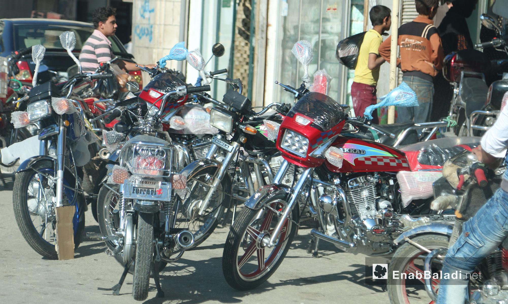 أحد محلات بيع الدراجات النارية في بلدة سلقين بريف إدلب - 21 حزيران 2017 (عنب بلدي)