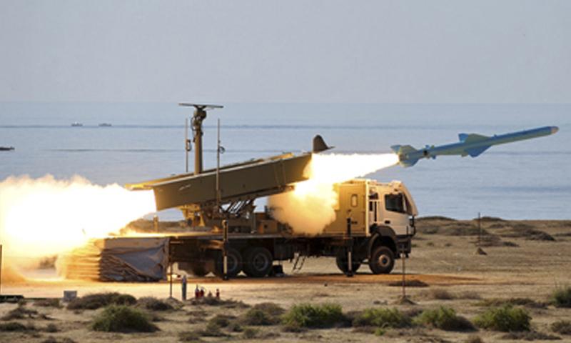 حاملة صواريخ بعيدة المدى في إحدى القواعد الإيرانية - (انترنت)