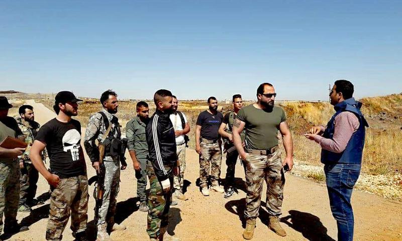 قائد فوج الجولان مجد حيمود مع عناصره في خان أرنبة بمدينة القنيطرة - (فيس بوك)