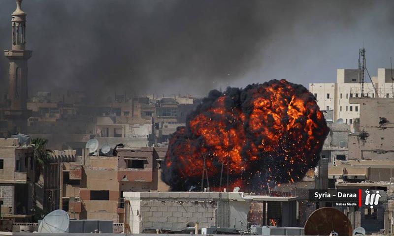"""غارات ببراميل متفجرة تحتوي مادة """"النابالم"""" على مدينة درعا- الأحد 11 حزيران (نبأ)"""