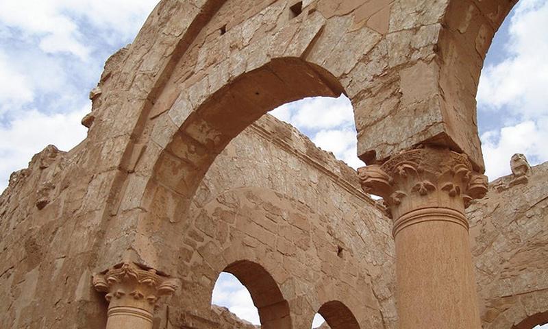 أرشيفية- جانب من آثار مدينة الرصافة في ريف الرقة الغربي (إنترنت)