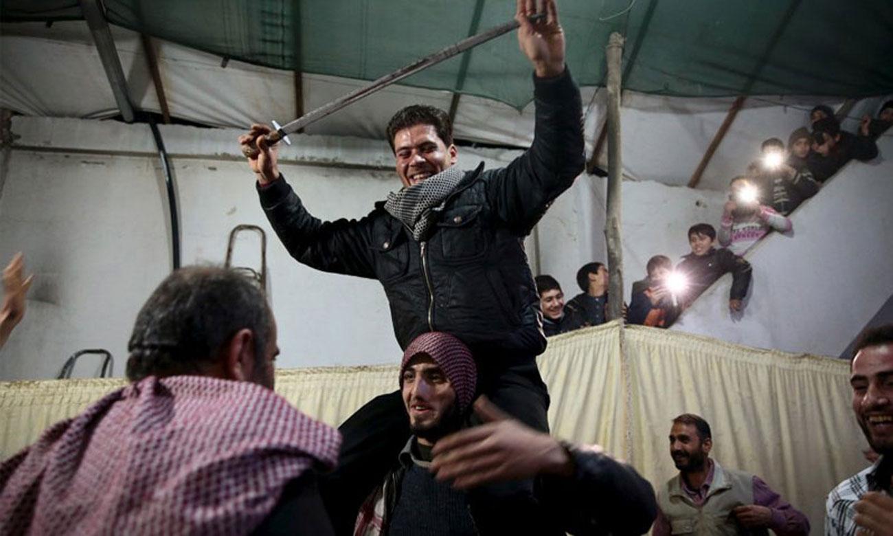 زفاف مقاتل في الجيش السوري الحر في مدينة دوما بريف دمشق - 15 آذار 2016 (رويترز)