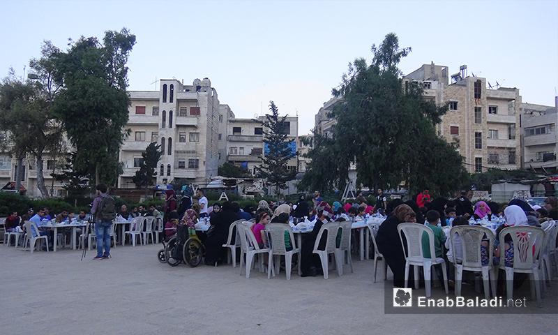 إفطار صائم يستهدف ذوي احتياجات خاصة في إدلب - 31 أيار 2017 (عنب بلدي)