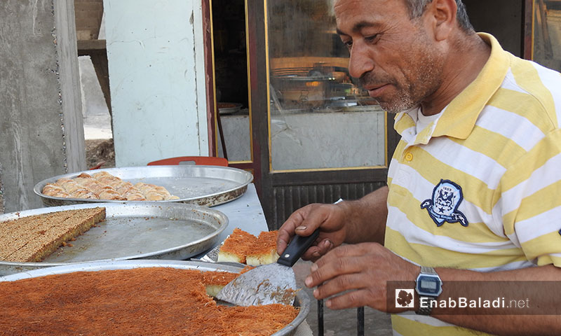 محل حلويات في بلدة احتيملات بريف حلب - 7 حزيران 2017 (عنب بلدي)