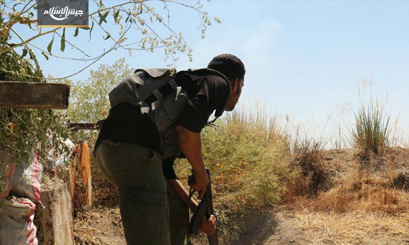 مقاتل من المعارضة على جبهة حوش الضواهرة في الغوطة الشرقية - 10 حزيران 2017 (جيش الإسلام)