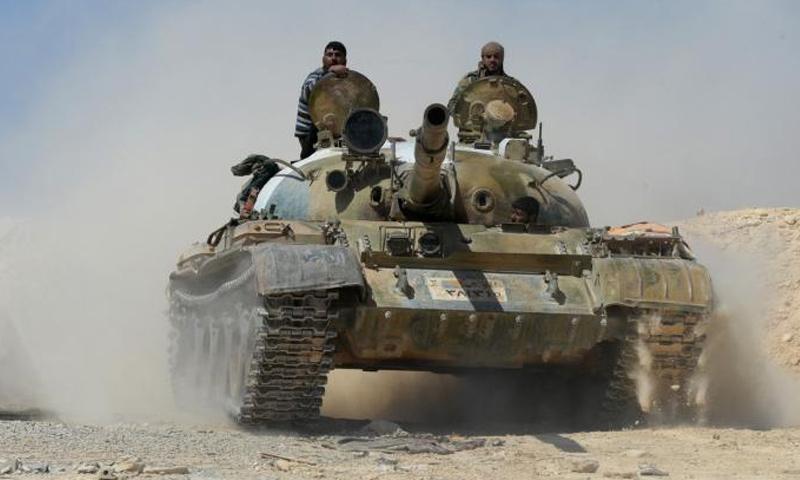 دبابة تابعة لقوات الأسد في ريف حمص الشرقي - (سبوتنيك)