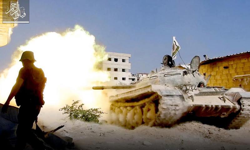 دبابة لفصيل فيلق الرحمن أثناء صد محاولات اقتحام قوات الأسد على حي جوبر - (فيلق الرحمن)