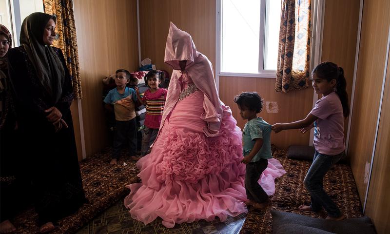 لاجئة سورية في الأردن عمرها 13 سنة في يوم زفافها (رويترز)