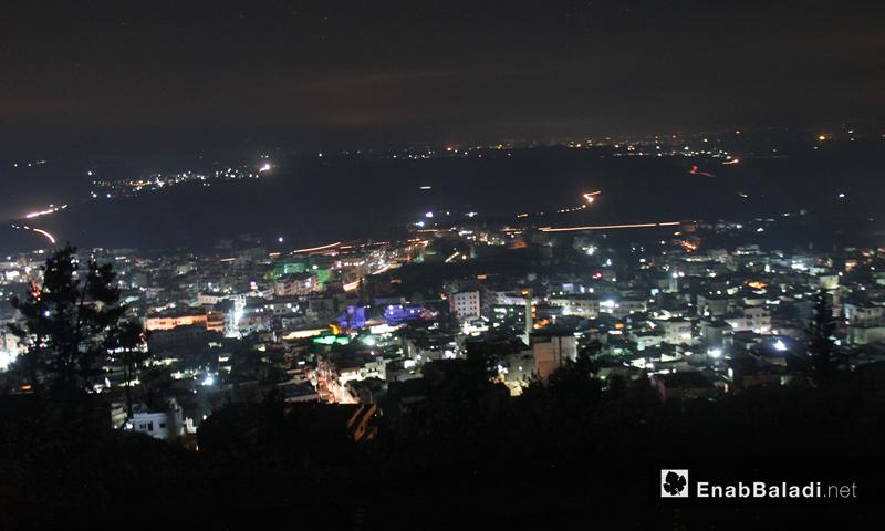 مدينة أريحا بريف إدلب الجنوبي ليلًا - 13 حزيران 2017 - (عنب بلدي)