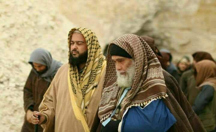أبو الحارث المصري إلى جانب عبد الله المحسيني