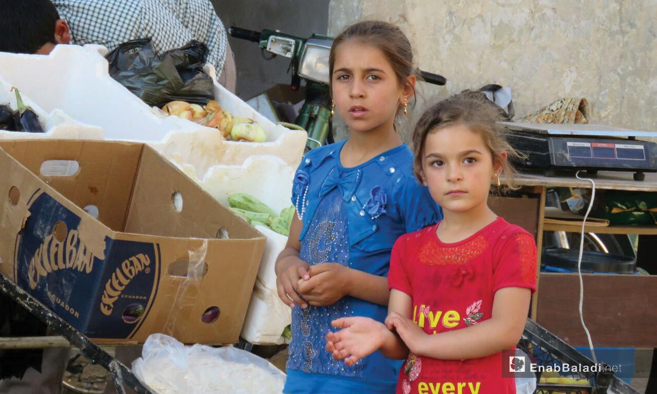 طفلتان مصابتان باللاشمانيا في كفرزيتا بريف حماة - 21 حزيران 2017 (عنب بلدي)