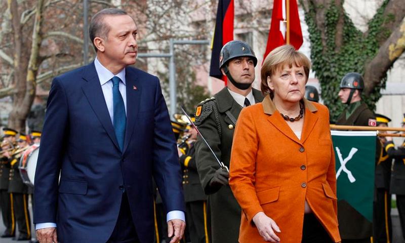 الرئيس التركي رجب طيب أردوغان، إلى جانب المستشارة الألمانية، أنجيلا ميركل (رويترز)