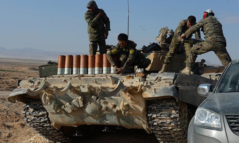 عناصر من قوات الأسد على الجبهات العسكرية في ريف حمص الشرقي - نيسان 2017 - (سبوتنيك)