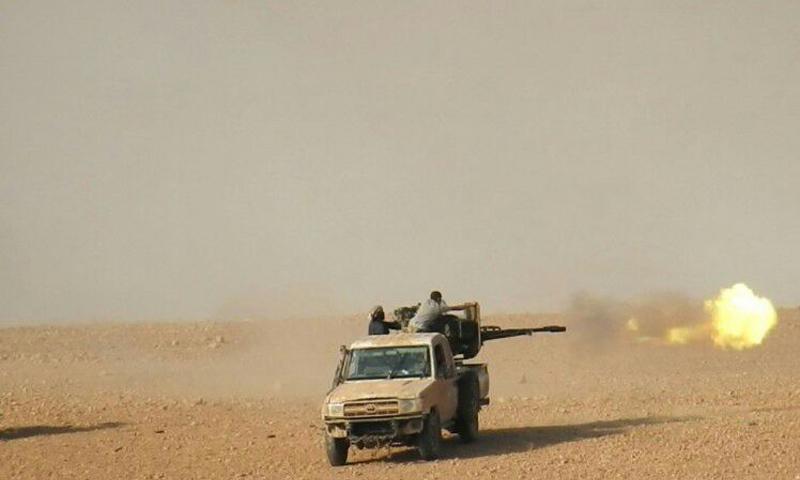 آلية عسكرية لتنظيم الدولة أثناء المعارك الدائرة في ريف حمص الشرقي - (وكالة أعماق)