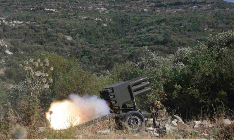 راجمة صواريخ لحركة أحرار الشام تستهدف مواقع قوات الأسد في جبل الأكراد بريف اللاذقية - (أحرار الشام)
