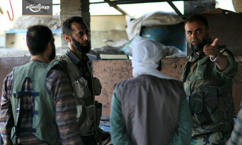 نائب القائد العام لجيش الإسلام مع عناصر الفصيل في منطقة الريحان في الغوطة الشرقية - 26 تموز 2017 - (جيش الإسلام)