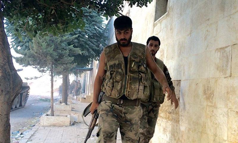 عناصر من قوات الأسد على الجبهات العسكرية في ريف حلب الشرقي - كانون الثاني 2017 - (سبوتنيك )
