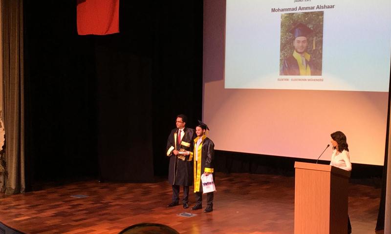 تكريم الطالب السوري عمار الشعار في جامعة اسطنبول - (فيس بوك)